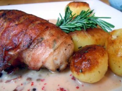 Gefüllte Hähnchenbrust auf Cranberry-Sauce mit Rosmarin-Kartöffelchen - Rezept