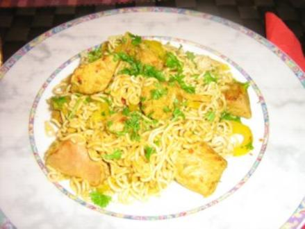 Asiatische Nudelpfanne mit Puten-Gemüse-Curry - Rezept