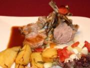 Lammkarree mit Kräuterkruste an Fenchel-Gemüse und Kartoffelecken - Rezept