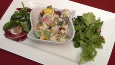 Salatvariationen mit Knoblauch-Kräuter-Baguette - Rezept