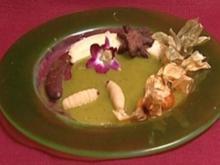 Karamellisierte Banane auf Kiwi-Mango-Spiegel mit Marzipanspinnen (Eva Jacob) - Rezept