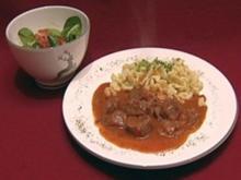 Wiener Saftgulasch mit hausgemachten Spatzen (Gitta Saxx) - Rezept