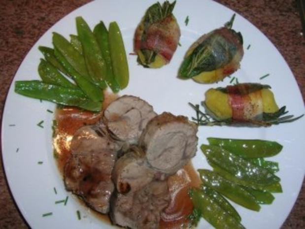 Salbei-Rosmarin-Kartoffeln im Speckmantel (Beilage zu Fleisch und Fisch) zu Kalbshaxe - Rezept - Bild Nr. 2