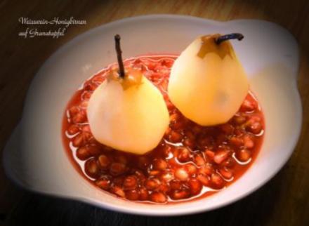 Weisswein-Honigbirnen auf Granatapfel - Rezept