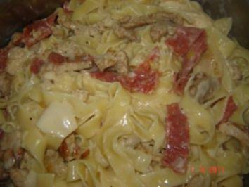 Nudeln : Bandnudeln mit Schweinefilet und Salami - Rezept
