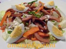 gemischter Salat mit gebratenen Wurststreifen - Rezept