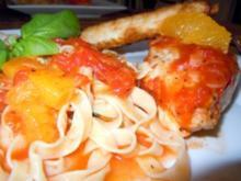 Hähnchenbrust in Tomaten-Orangensud mit Tagiatelle und Ziegenkäse-Zigarren - Rezept
