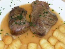Rinderbeinscheibe mit Gemüse gegart - Rezept