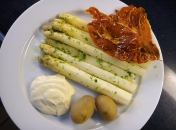 Spargeln mit Mayo-Mousseline und Serrano-Chips - Rezept - Bild Nr. 3