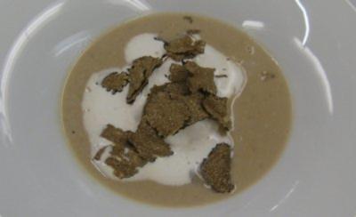 Getrüffelte Maronensuppe mit Crêpes-Kräuterschnecken - Rezept