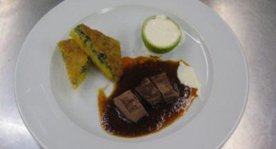 Lammcarré mit Mais-Brennesselkuchen - Rezept