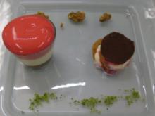 Mousses von Schokolade und Himbeeren neben Vanille-Rum-Sahnelasagne - Rezept