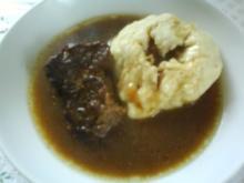 Sauerbraten vom Rind mit frischen Hefeklößen - Rezept