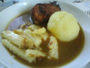 Knusprige Schweinelende mit Butterspargel und Thüringer Klößen - Rezept