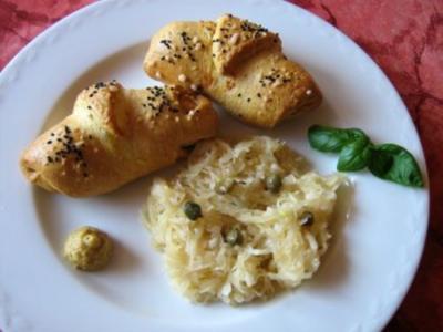 Weißwurst im Schlafrock mit Sauerkrautsalat... - Rezept