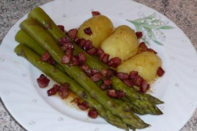 Gemüse: grüner Spargel mit Schinkenspeck und Butter - Rezept