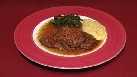 Zwiebelrostbraten mit Stampferdäpfel und Mangoldgemüse (Rosi Schipflinger) - Rezept