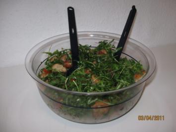 Brotsalat mit Rucola, Pilzen und Tomate - Rezept