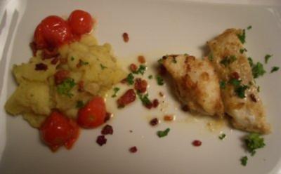 Warmer Speckkartoffelsalat mit Steinbeißerfilet und Salatgurken - Rezept