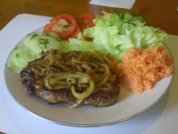 Winzersteak mit Salatgarnitur - Rezept