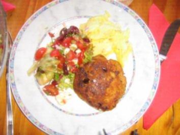 Putenfrikadellen mit Feta, Kartoffelsalat und buntem Frühlingsalat - Rezept