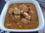 Geflügel : Indisches Curryhühnchen  mit Reis und grünem Salat - Rezept