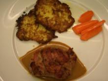 Medaillons vom Strauß in Rotweinpfeffersoße auf Zucchiniröstis und glasierten Möhren - Rezept
