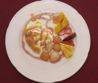Exotische Früchte mit Mangoeis (Uschi Nerke) - Rezept