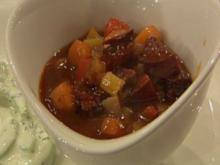 Wurstgulasch mit Gurkensalat à la Kleeberg - Rezept