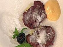 Schwarzbeernocken mit Mandel-Zabaione (Katja Burkard) - Rezept