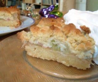 Rezept: Rhabarber-Tonka-Krümelkuchen