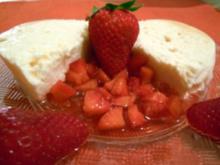 Kokosparfait mit marinierten Erdbeeren - Rezept