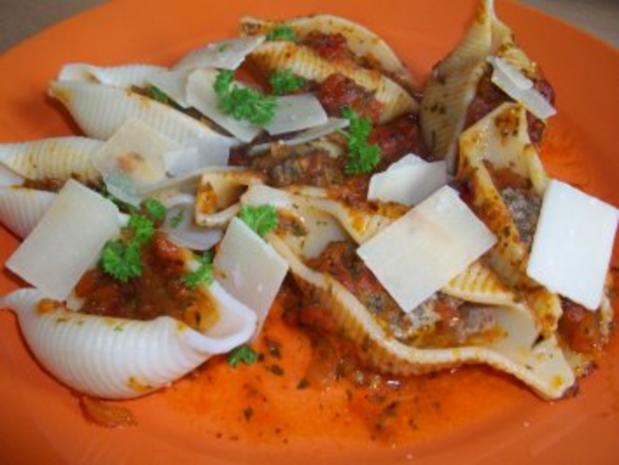 Conchiglioni gefüllt mit Hackfleisch und Tomatensauce - Rezept - Bild Nr. 2