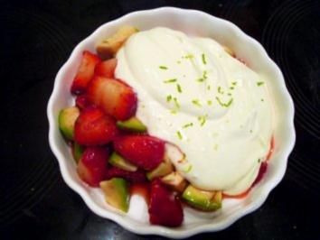 Desserts: Erdbeer-Avocado-Salat mit Mascarpone-Joghurt-Creme - Rezept