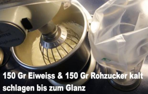 Rohzucker-Meringues auf Schokoladenspiegel mit Schlagsahne - Rezept - Bild Nr. 2