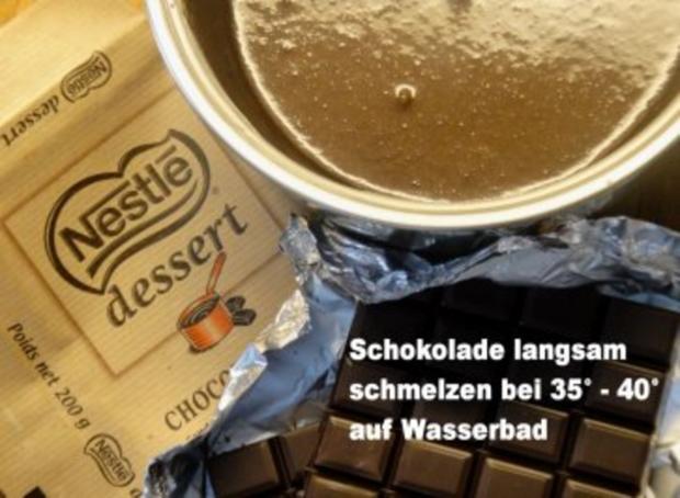 Rohzucker-Meringues auf Schokoladenspiegel mit Schlagsahne - Rezept - Bild Nr. 4