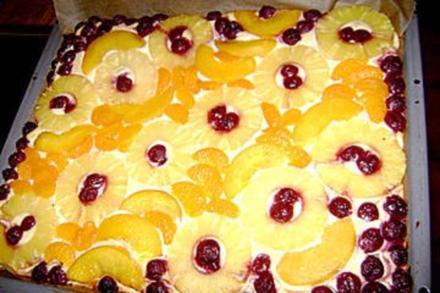 Quarkkuchen vom Blech mit Früchten - Rezept