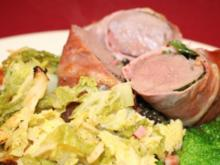 Hasenfilet im Kräutermantel an Wirsingsalat mit Beluga-Linsen in Portweinjus - Rezept