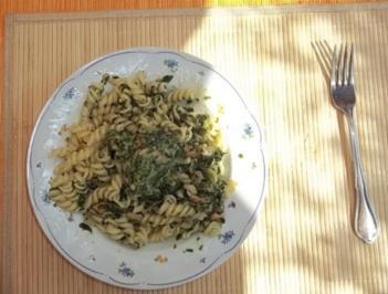 Rezept: Nudeln mit Lachs und Spinat