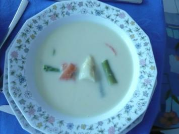 Spargelcremesuppe mit Lachsstreifen - Rezept