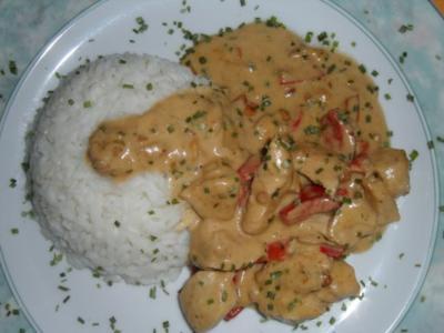Gebratenes Hühnerfleisch mit Paprika in Erdnuss-Kokos-Sauce; scharf - Rezept