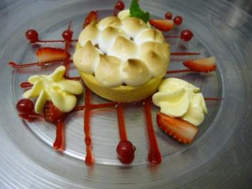 Rhabarber-Tartelette mit marinierten Erdbeeren - Rezept