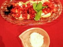 Ananas-Carpaccio mit Piña-Colada-Marinade mit Joghurt-Eis (Gerd Käfer) - Rezept