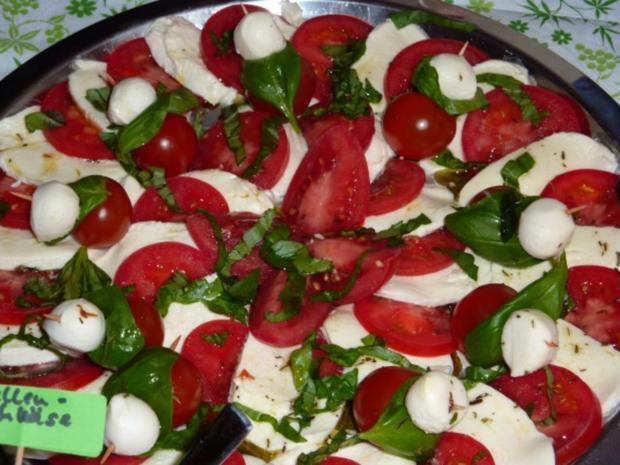 salate tomate mozzarella rezept mit bild. Black Bedroom Furniture Sets. Home Design Ideas