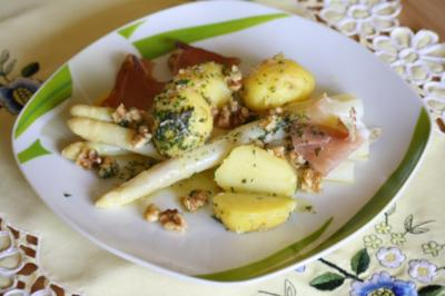 Spargel an Walnuss-Pellkartoffeln - Rezept