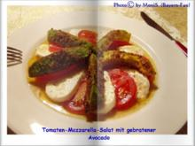 Tomaten-Mozzarella-Salat mit gebratenen Avocadospalten - Rezept