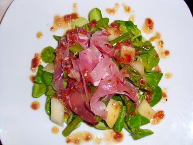 Salat: Spargel-Melonen-Salat auf Nüßchen - Rezept