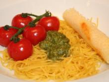 Hausgemachte Spaghettini an Estragon-Pesto und heißen Strauchtomaten - Rezept