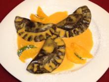 Schoko-Ravioli gefüllt mit Mandel-Ricotta-Creme an Orangensoße - Rezept