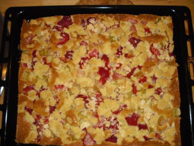 Erdbeer Rhabarber Kuchen Mit Streusel Rezept Kochbar De